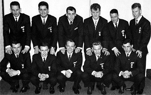 Brann anno 1962. Roald «Kniksen» Jensen, med formodentlig nå stjålet medalje på brystet, er nr 2 foran fra venstre
