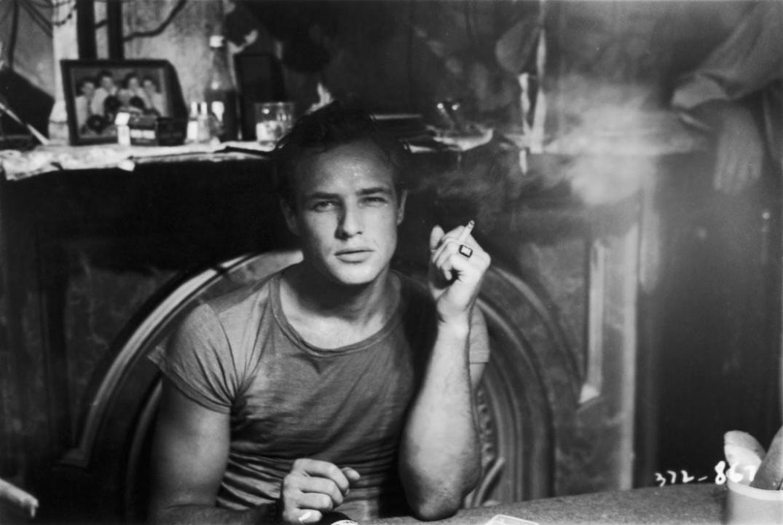 Marlon Brando med sigarett