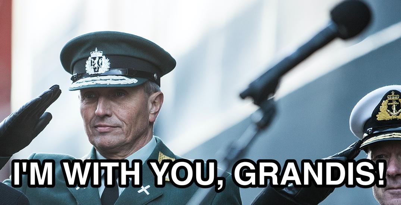 Generalløytnant Kjell Grandhagen, sjef Etterretningstjenesten. Fotograf: Mats Grimsæth, Forsvarets Mediesenter (beskåret/påført tekst av blogger).