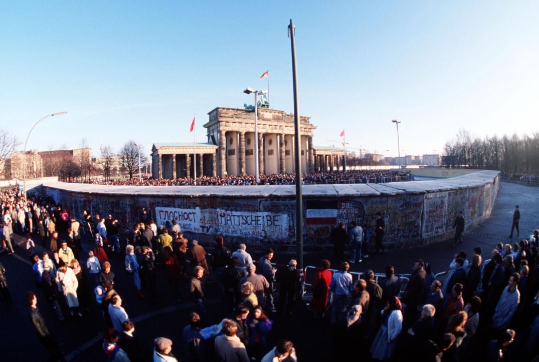 Ved Berlinmuren, 1. desember 1989. Fotograf: Lee Corkran/Wikimedia Commons