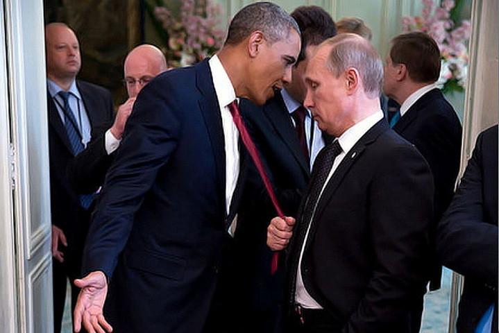 USAs og Russlands presidenter, Barack Obama og Vladimir Putin, i et ubevoktet øyeblikk. Fotograf ukjent