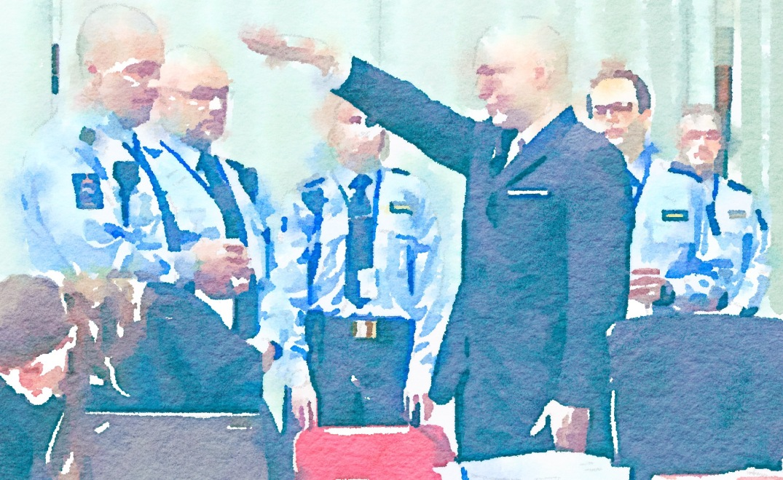 Barnemorderen Anders Behring Breivik under rettsaken i Telemark fengsel, Skien, 15. mars 2016. Bloggers data-assisterte illustrasjon (Waterlogue).