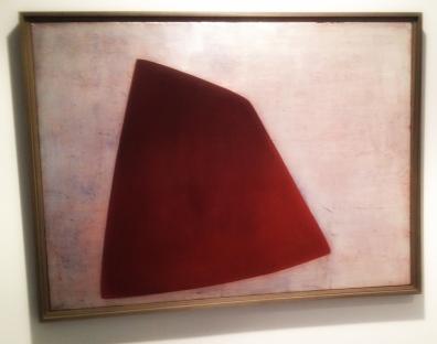 """Rød form"", 1956, Anna-Eva Bergman (1909–1987). Olje på lerret, 130 x 97 centimeter."
