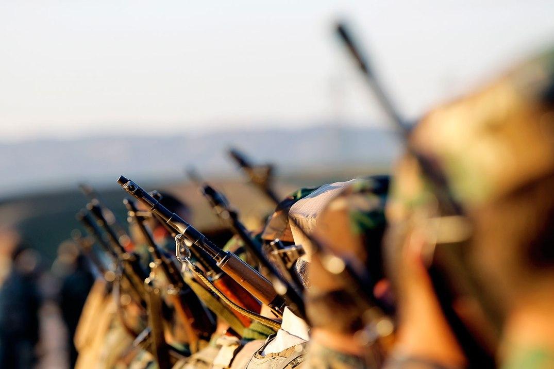 Soldater fra Telemark bataljon under opptrening av kurdiske peshmergasoldater, i en treningsleir ved Erbil i Nord-Irak (Kurdistan). Fotograf: Torbjørn Kjosvold/Forsvaret