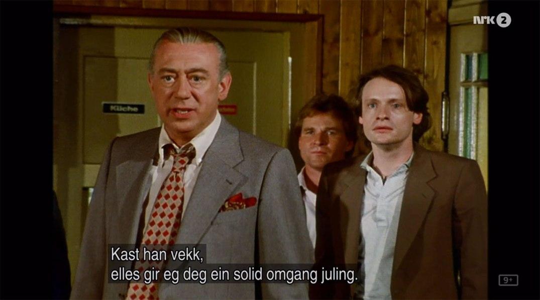 Oberinspektor Stephan Derrick, inspektor Harry Klein og en ung våpendesperados bekymrede bror.